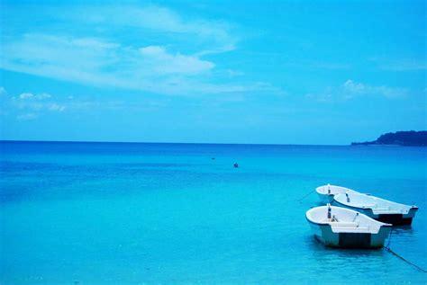 air laut berwarna biru sharing  world