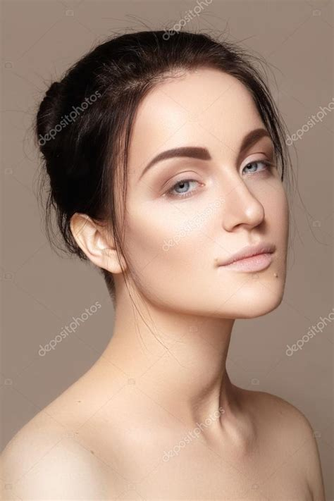 how to keep women hairstyle simple and neat perfection makeup style guru fashion glitz glamour
