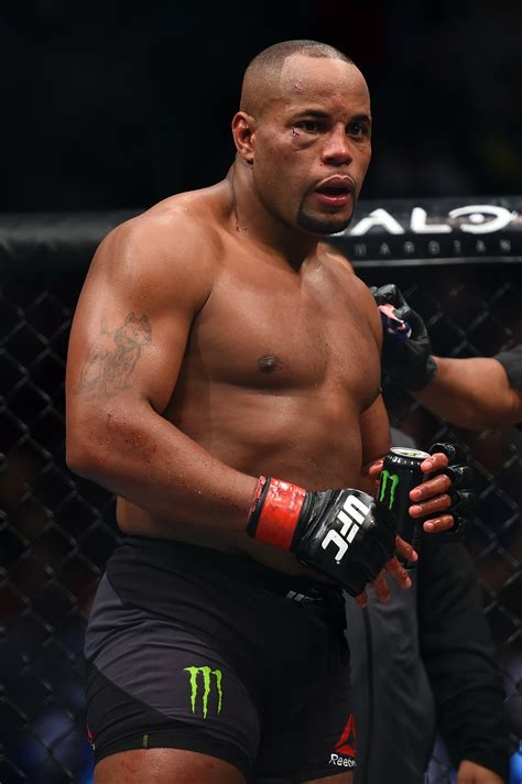 Ufc Light Heavyweight by Energy S Light Heavyweight Chion Daniel Cormier Beats Gustafsson To Defend
