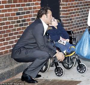 vince vaughn made vince vaughn takes time out for a young fan in a