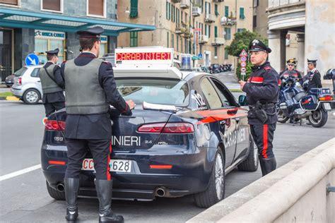 volante carabinieri selfie al volante tentano di negare ma le quot prove quot sono