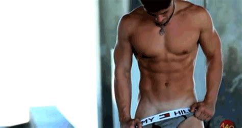 chicos hombres camiseta mojada jaw dropping gifs sexy men in their underwear cheapundies