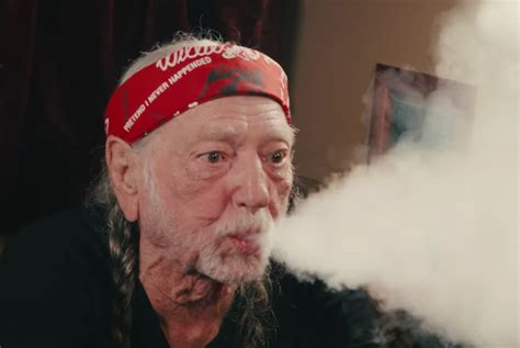 willie nelson smoking pot willie nelson invited jimmy fallon aboard his tour bus and