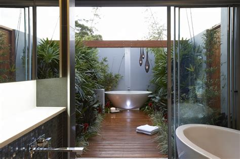 outside bathrooms ideas 10 eye catching tropical bathroom d 233 cor ideas that will