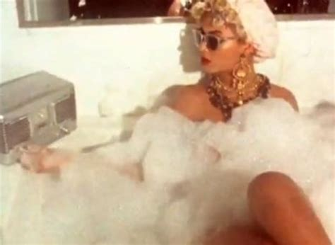 Beyonce Bathroom by Beyonc 233 Turns In Why Don T You Me