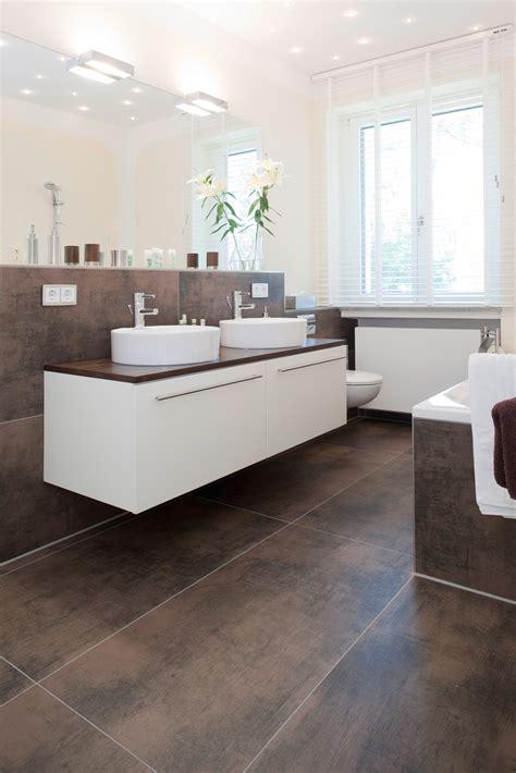 Moderne Badezimmer Beleuchtung 821 by Fliesentrends Neue Oberfl 228 Chen Und Integrierte Technik