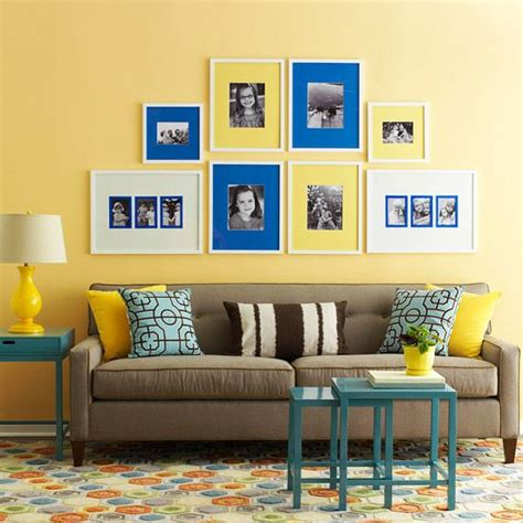what color sofa goes with yellow walls 25 ideias para decora 231 227 o com sof 225 marrom ou sof 225 bege