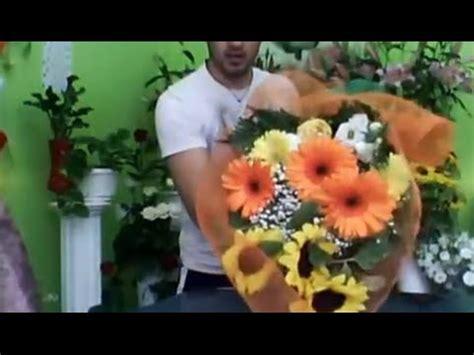 come confezionare un mazzo di fiori ii 176 lezione de il fiorista creare un fascio lungo di