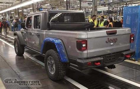production jeep gladiator rolls  assembly