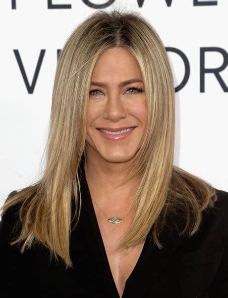 Aniston Hairstyles Pictures by Aniston Hair Looks Stylebistro