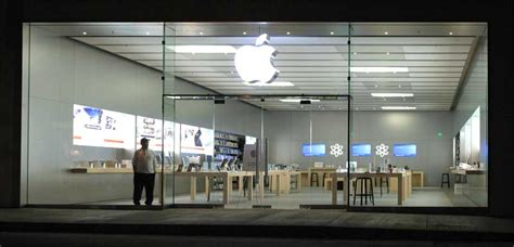 apple store apple is telling its retail employees to be trained in ios 5 and icloud by the end of september