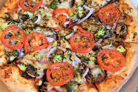 cottage inn pizza toledo the 9 best late eats in the toledo area