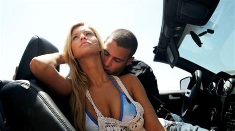 Stellungen Für Sex Im Auto by 10 Positions Sexuelles 224 Essayer Dans Une Voiture