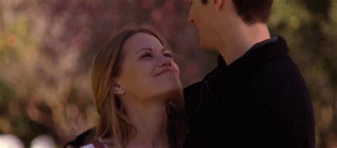 imagenes tumblr gif kiss gif cute happy kiss one tree hill hug nathan romantic