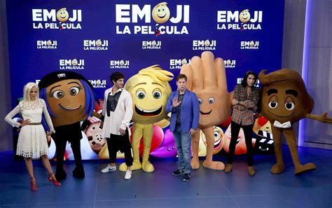 emoji il film emoji anche le faccine vanno in crisi il film al cinema