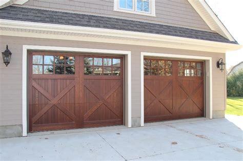 Carriage Barn Doors Best 25 Wood Garage Doors Ideas On Wooden Garage Doors Garage Doors And Faux Wood