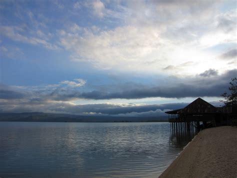 danau poso pasir dua warna  menarik  sulawesi tengah
