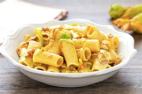 pasta con fiori di zucca ricetta pasta ai fiori di zucca e pancetta cucchiaio d