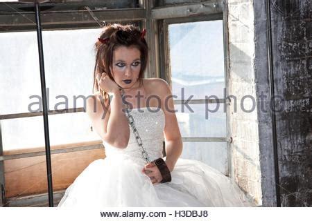 Brautkleider Junge Frauen by Eine Junge Frau Die Modellierung Ein Vintage Brautkleid