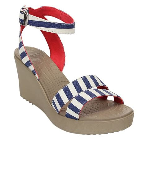 Crocs Leigh Graphic Wedges Rk21 crocs standard fit leigh graphic wedge w price in india