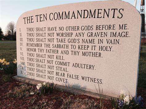 Str 12 11 Starbaby Set Look At Me arkansas capitol ten commandments monument display