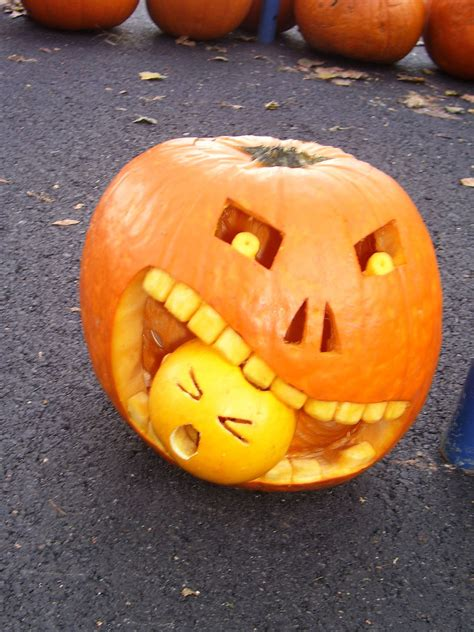 pumpkin carve 100 pumpkin carving ideas digsdigs