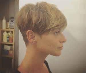 looking haircut specialist for illinois alessandra amoroso sfoggia il suo nuovo look taglio corto