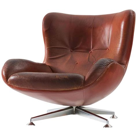 Illum Wikkels 248 Swivel Lounge Chair In Brown Leather For Swivel Club Chairs Leather