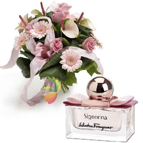 profumi di fiori bouquet delicato con fiori dai toni rosa e profumo