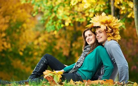 couple wallpaper new 2015 couple in love fall walk wallpapers new hd wallpapers