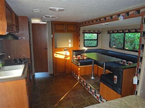 garage wohnen luxus amerikanische wohnwagen mit garage atv magazin