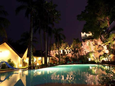 Ac Duduk Di Alaska Makassar 7 hotel di makassar dekat pantai losari