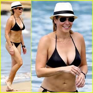 chelsea handler bares bikini beach body in hawaii