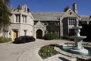L Mansion by Mystery Illness May Be To Mansion S Famed