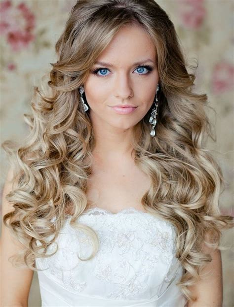 Easy Wedding Hairstyles For Curly Hair by Voluminous Curls Wedding Hairstyle Idea