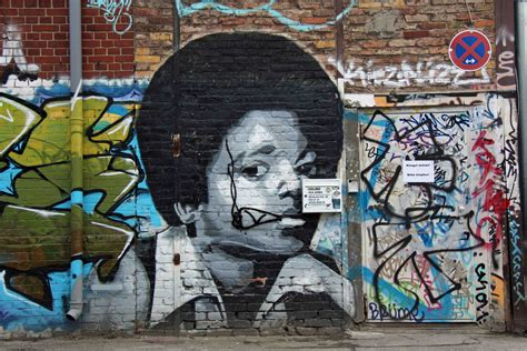 Banksy Wall Mural mto photorealistic street art in berlin andberlin