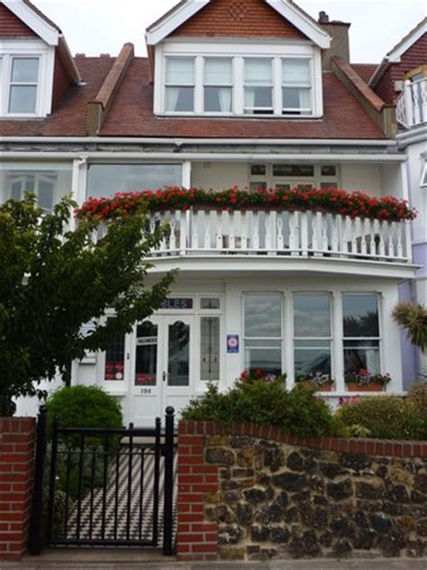 Beaches Guest House Southend Pebbles Guest House Southend On Sea Guesthouse Reviews