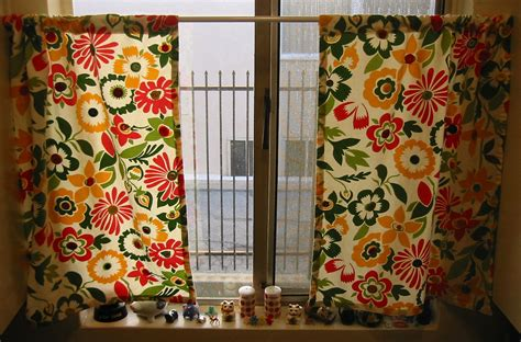 How To Make Kitchen Curtains And Valances Vintage Button Kitchen Curtains Allfreesewing