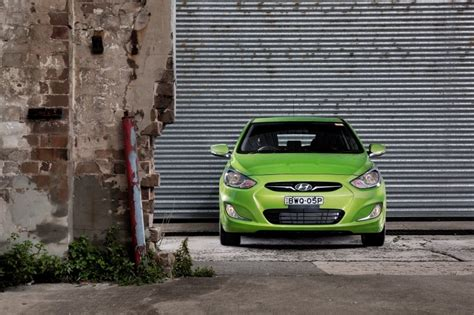 hyundai accent sr 20 990 data details specifications