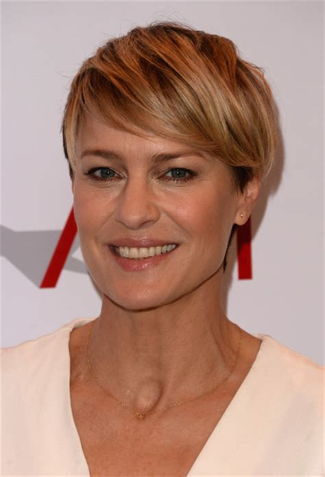 robin wright hair style 2014 robin wright side parted straight cut robin wright looks