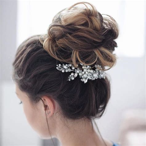 Urban Wedding Up Dos | 36 messy wedding hair updos for a gorgeous rustic country