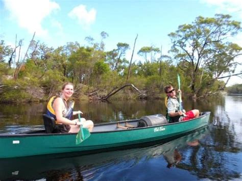 boreen point boat hire two of our happy paddlers on the upper noosa river