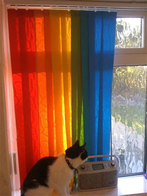 spray painting vertical blinds make rainbow blinds using different coloured vertical