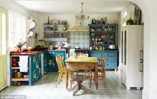 Vintage Kitchen Wallpaper Uk by On A Retro Roll Vintage Wallpapers And Preloved Pieces