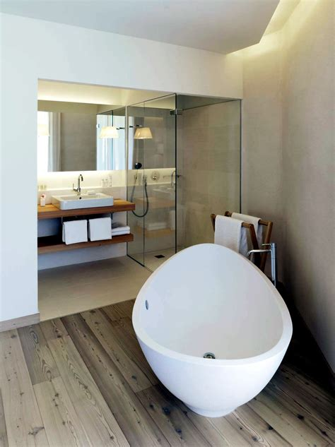 modern built  bath tub  space saving design