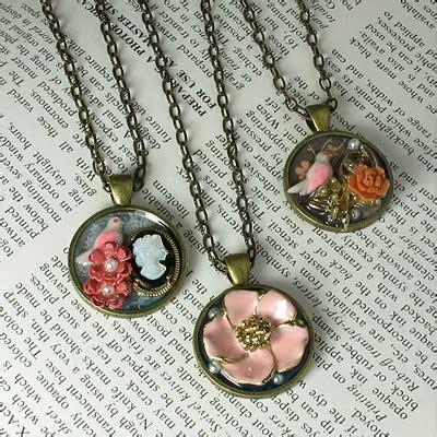 blukatkraft easy diy vintage collage pendants