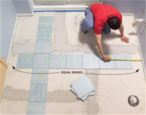 laying vinyl floor tiles in bathroom 25 best ideas about ceramic tile floors on