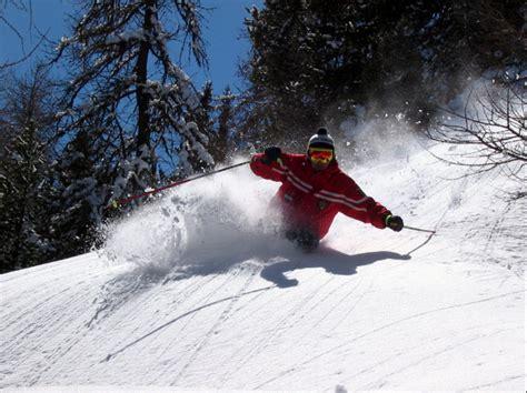distanza di sicurezza in caso di neve montagne d inverno sulla neve in sicurezza