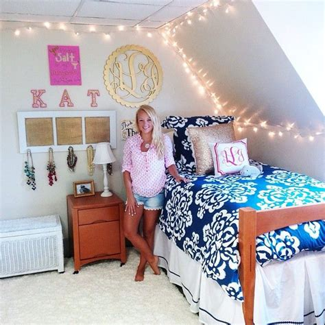 preppy bedrooms especially the symbol emblem of initials spray paint a