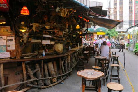 Cheap Bar Cheap Charlies Bar In Sukhumvit Bangkok Travel Mate